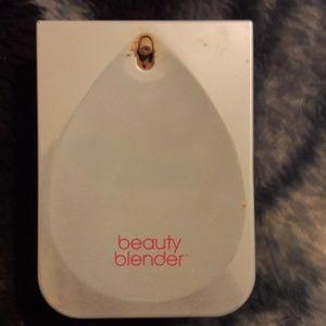 Beauty Blender Bounce Whip Foundation